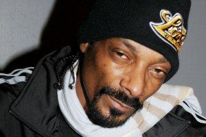 P� naszej redakcji o tym s�ysza�o, p� �y�o w nie�wiadomo�ci: Snoop Dogg ma �on�, dzieci i... wnuka! Zobaczcie, jak wygl�daj�