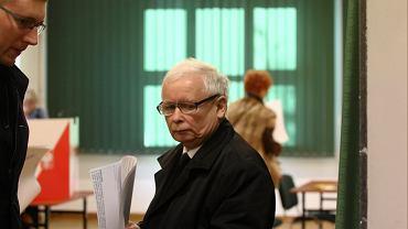 Jarosław Kaczyński podczas głosowania w wyborach samorządowych