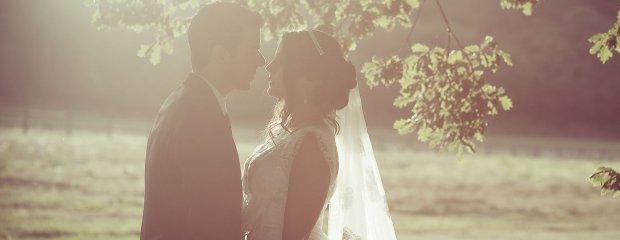 Małżeństwa aranżowane są trwalsze. Nowoczesna swatka: Małżonkowie darzą się w tych związkach silniejszym uczuciem