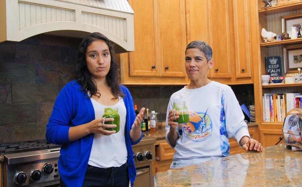 Liz Johnson i Mari Lopez prowadziły razem kanał na YouTubie o chorobie i diecie bazującej na surowych warzywach i owocach