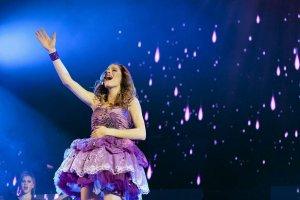 Violetta na Stadionie Narodowym. Jak dojechać na koncert nastoletniej gwiazdy?