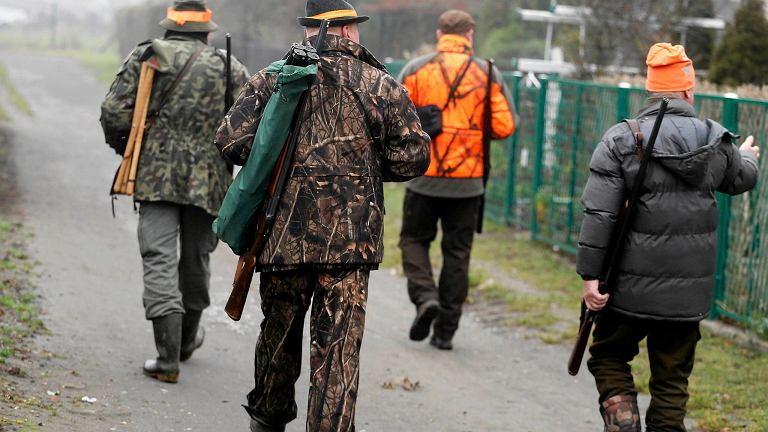 Aktywiści blokują polowanie, zorganizowane w Bytomiu Miechowicach przez Koło Łowieckie 'Orzeł'