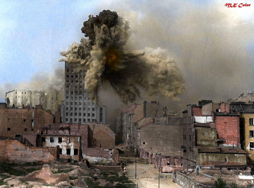 Kolorowe zdjęcia z Powstania Warszawskiego. To nie to samo, co czerń i biel. Realizm fotografii poraża