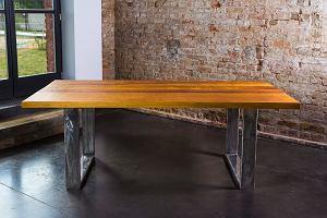 Jadalnia: stół z jednego kawałka drewna