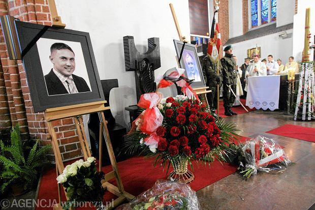 Sebastian Karpiniuk zginął w 2010 roku, w katastrofie smoleńskiej