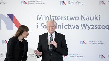 Minister szkolnictwa wyższego w rządzie PiS Jarosław Gowin podczas konferencji ws. planowanych zmian w obszarze nauki i szkolnictwa wyższego