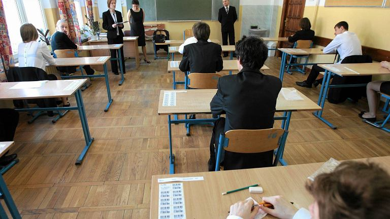Uczniowie właśnie piszą egzamin gimnazjalny z historii i Wos-u.