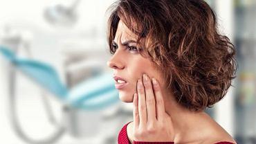 Ból w okolicy żuchwy lub skroni bywa związany z problemem stomatologicznym, ale wcale nie musi. Czasem trudno odkryć jednoznaczną przyczynę. Ulgę niejednokrotnie przynosi terapia manualna