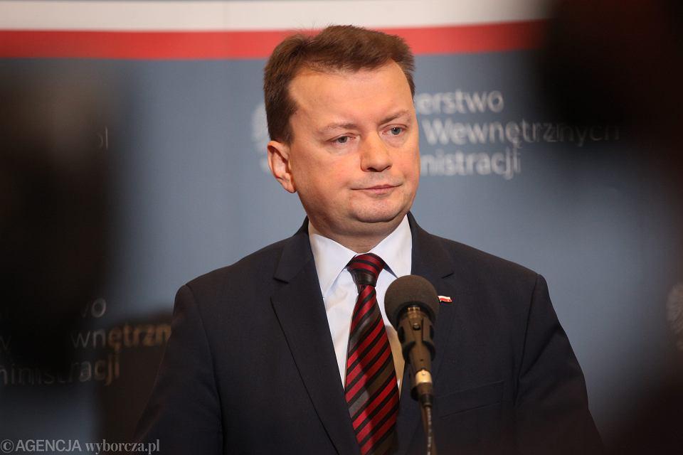 Minister Błaszczak odznaczył sam siebie medalem za długoletnią służbę, pracę zawodową lub działalność społeczną na rzecz ochrony przeciwpożarowej. Postanowił jednak odmówić samemu sobie przyjęcia odznaczenia