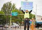 Znaki wreszcie wska�� dojazd do A1 i A2