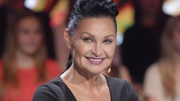 """Iwona Pavlović w ostatnim odcinku """"Tańca z Gwiazdami"""" zaskoczyła nas swoim wyglądem - zaprezentowała się w nowej fryzurze bez grzywki, a jej twarz wyglądała wyjątkowo promiennie. Jurorka kiedyś miała inny kształt nosa i naprzemiennie chudła i tyła. Zobaczcie, jak się zmieniała."""