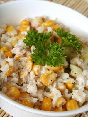 Chrupiaca Salatka Majonezowa Z Ryzem Tunczykiem Ogorkiem I