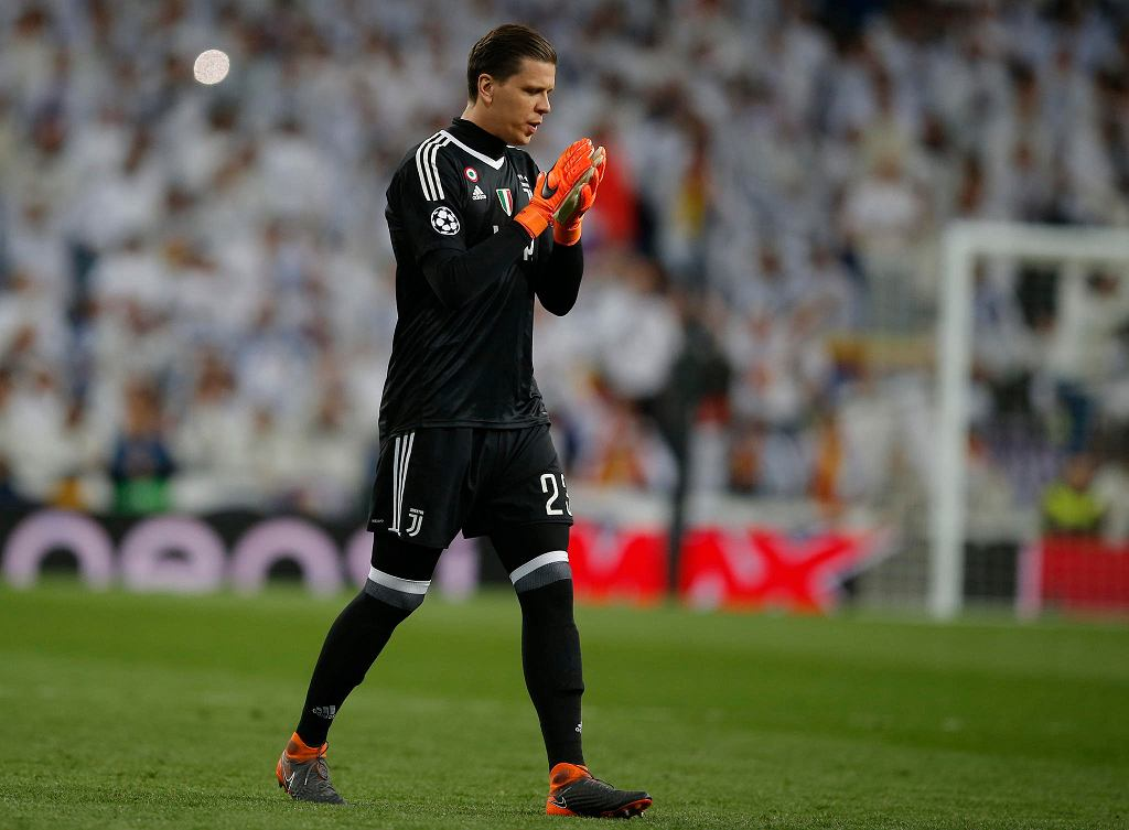 Juventus goalkeeper Wojciech Szczesny walks towards the goal frame to fail to save a penalty shot, during a Champions League quarter-final, 2nd leg soccer match between Real Madrid and Juventus at the Santiago Bernabeu stadium in Madrid, Spain, Wednesday, April 11, 2018. (AP Photo/Paul White) SLOWA KLUCZOWE: XCHAMPIONSLEAGUEX