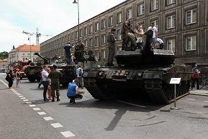 Obchody Dnia Weterana w Warszawie: limuzyny BOR, rosomak i czo�gi [ZDJ�CIA]