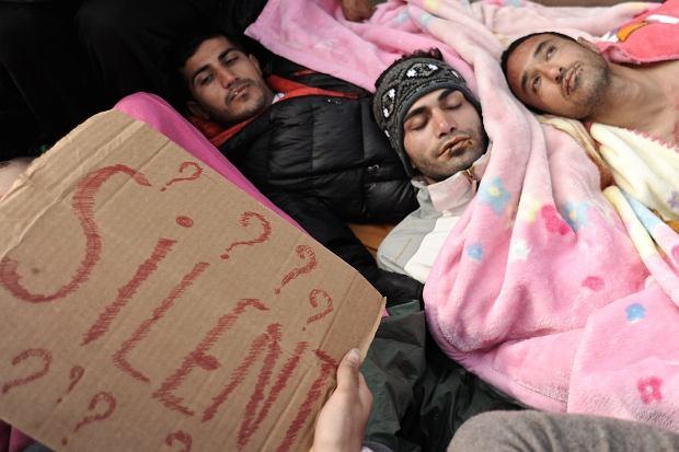 Irańczycy protestują na granicy grecko-macedońskiej. Niektórzy zaszyli sobie usta i podjęli strajk głodowy