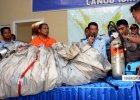 Tragedia lotu QZ8501. Szcz�tki malezyjskiego samolotu i ofiar znalezione na Morzu Jawajskim