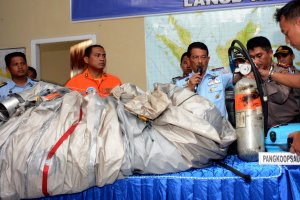 Tragedia lotu QZ8501. Szczątki malezyjskiego samolotu i ofiar znalezione na Morzu Jawajskim