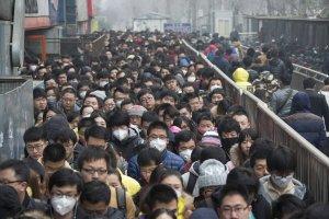 Takiego smogu w Pekinie jeszcze nie by�o. Zamkni�to szko�y, przedszkola i zak�ady pracy