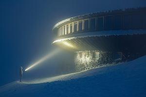 """Niesamowite zdjęcia warszawskiego fotografa. Góra Śnieżka niczym planeta z """"Gwiezdnych Wojen"""" [ZDJĘCIA]"""