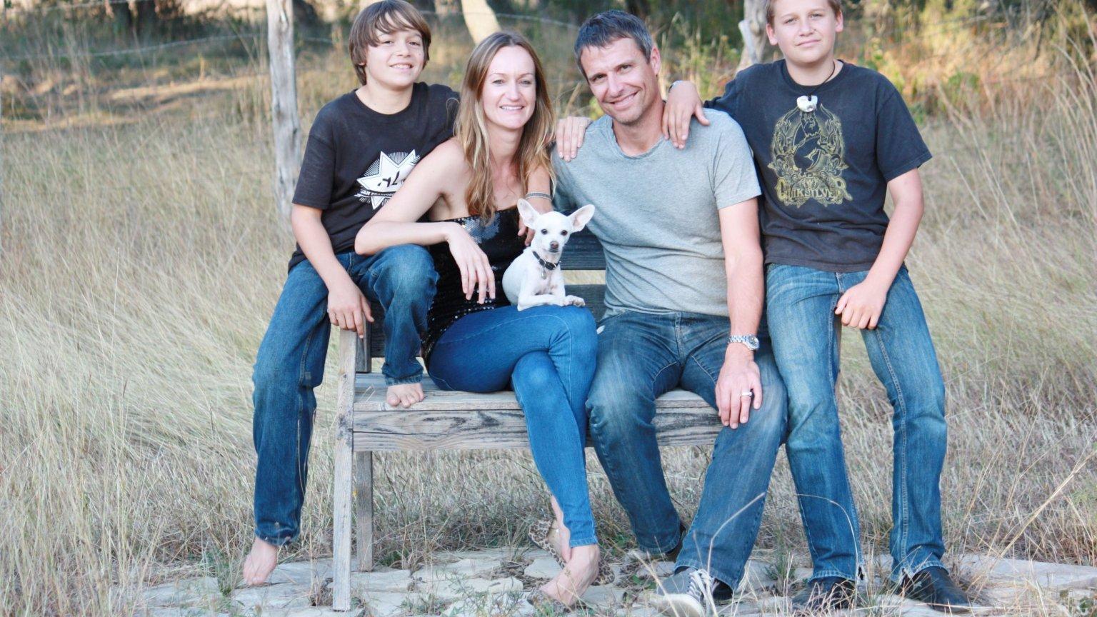 Bea Johnson z mężem i synami