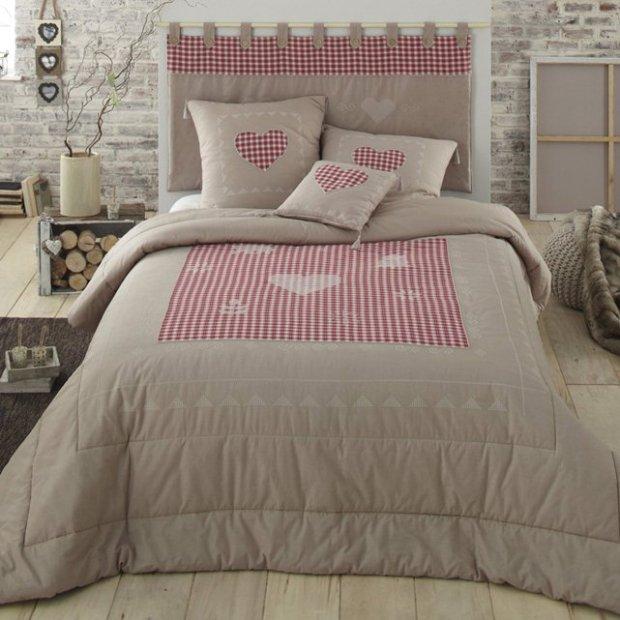 Sypialnia z motywem serca, łóżko, pościel