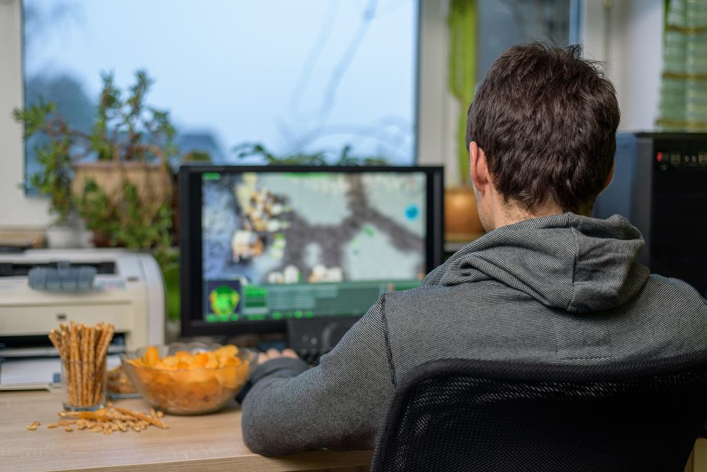 Wiele mówi się o wadach gier komputerowych. Ta forma rozrywki ma jednak sporo plusów (fot. Blackregis / iStockphoto.com)