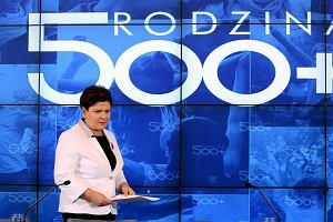 500 plus, 5 tysięcy pod Sejmem, 50 procent dla PiS. Polak we władzy liczb