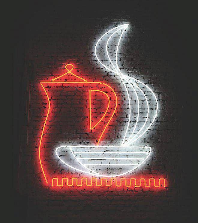Odnowiony neon kawiarni Jaś i Małgosia / Materiały prasowe