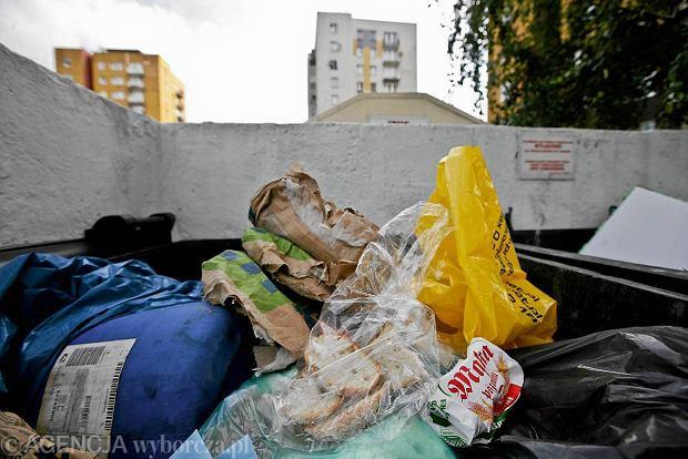 Chleb w �mietniku to niestety na naszych osiedlach coraz cz�stszy widok