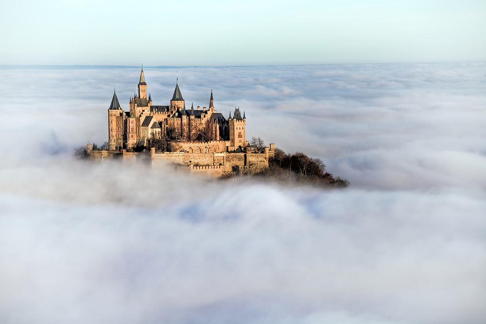 Zamek Hohenzollern, Niemcy / shutterstock