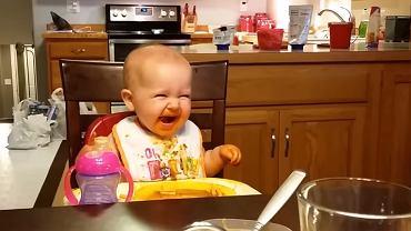 Śmiejąca się dziewczynka