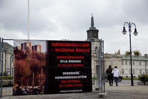 Homofobiczna wystawa w Radzyniu Podlaskim. Wstyd na ca�� Polsk�