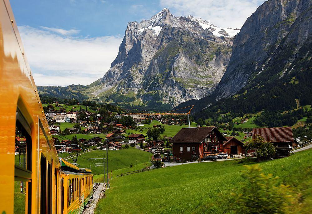 Kolejka na przełęcz Jungfrau / fot. Shutterstock