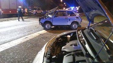 Wypadeku na DK86 w Katowicach. Ranni zostali jadący maluchem mężczyzna i dziecko. Niestety, jadąca tym samym autem kobieta i jej wnuczka zginęły