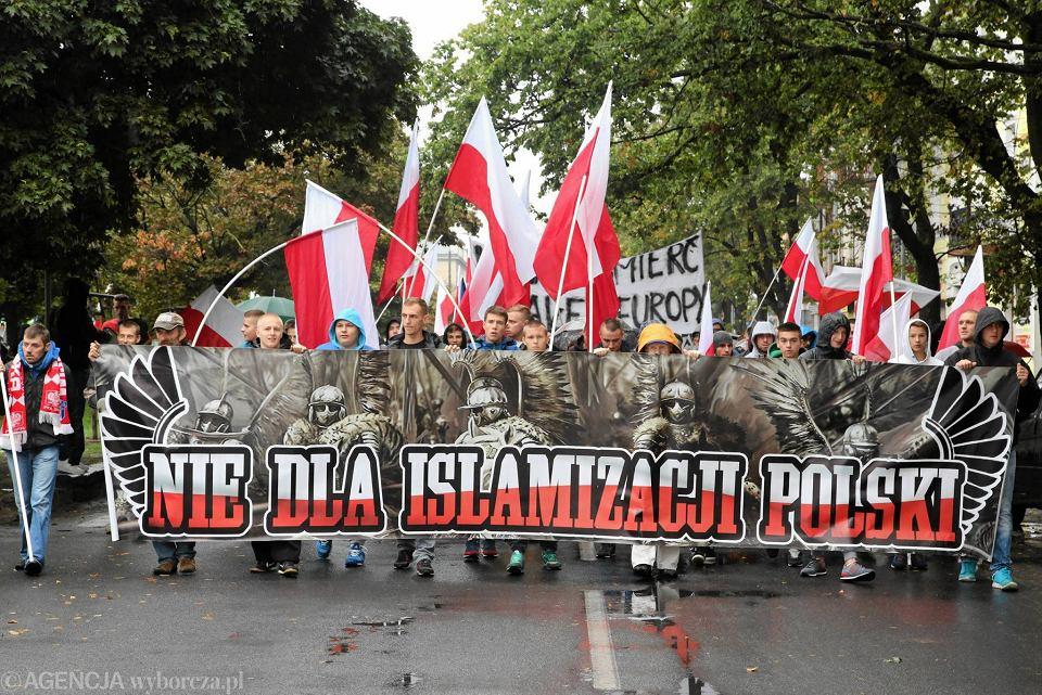 Takie marsze przeciwko imigrantom przeszły w wielu dużych miastach Polski. Jak widać ich skutki są opłakane.