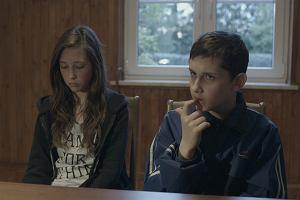 """""""Komunia"""": nagradzany film o 14-letniej głowie rozbitej rodziny w kinach i TV. Gorzki i rozbrajający [SOBOLEWSKI]"""