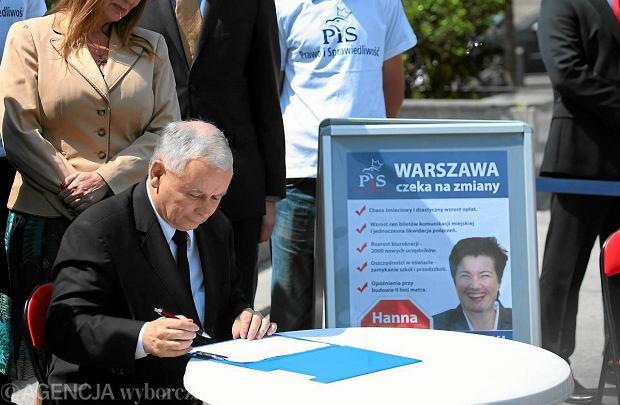 Jaros�aw Kaczy�ski podpisa� si� pod wnioskiem o odwo�anie prezydent stolicy Hanny Gronkiewicz-Waltz