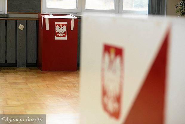 Wybory prezydenckie 2015. PKW zarejestrowa�a pi�ciu kandydat�w na prezydenta. Sze�cioro kolejnych czeka na rejestracj�