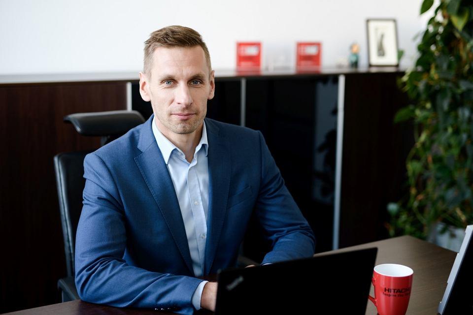 Tomasz Brzostowski, dyrektor zarządzający globalną siecią centrów usług dla biznesu w Hitachi Vantara