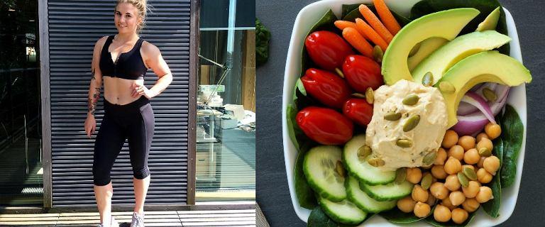7:30 woda z cytryną, 8:00 śniadanie białkowo-tłuszczowe. Oto co je trenerka fitness przez cały dzień