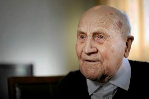 Zmar� Antoni Rosiko�, najstarszy polski profesor. Mia� 106 lat