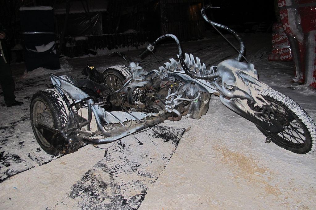 Rosyjski motocykl Ural po metaloplastycznych przeróbkach. Nocne Wilki lubują się w takiej mało praktycznej, ale działającej na wyobraźnię stylistyce (fot. Lech Potyński)