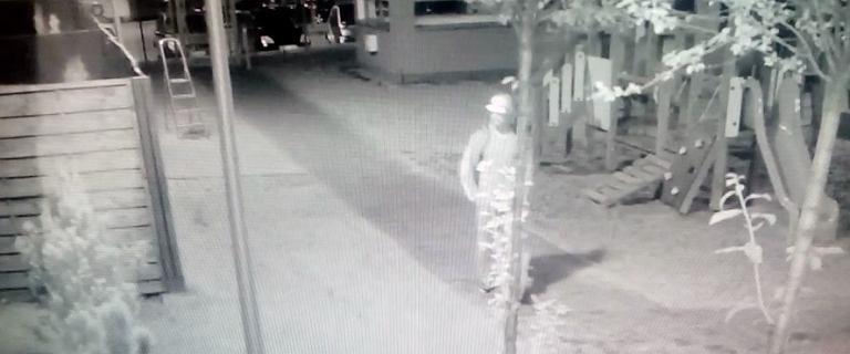 Nagranie z monitoringu, na którym widać złodzieja roweru