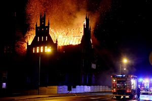 Groźny pożar 150-letniej willi. Strażacy walczyli z ogniem kilka godzin