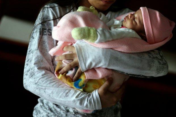 Paragwaj: 11-latka urodzi�a dziecko z gwa�tu. Bo odm�wiono jej prawa do aborcji