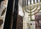 W środę do Nowej Synagogiw GdańskuWrzeszczu nieznany sprawca wrzucił kamień.
