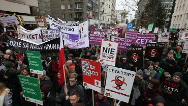 Demonstracja przeciwników umów CETA i TTIP w Warszawie