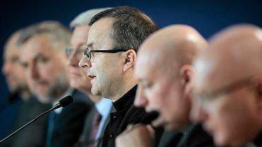 Konferencja prasowa na poznańskim stadionie poświęcona obchodom 1050 rocznicy Chrztu Polski