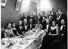 Przyj�cie w warszawskiej winiarni Fukiera wydane przez korpus dyplomatyczny na cze�� attache wojskowego poselstwa Japonii Hikosaburo Hata, lata 30.