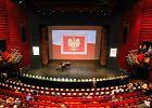 """Program """"Niepodległa"""": pięć lat trzymania flagi? PiS ogłasza nowe otwarcie w polityce historycznej i kulturalnej [KOMENTARZ]"""